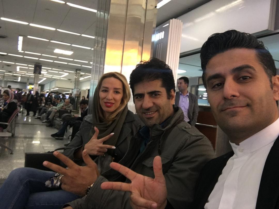 لیدر محمد شاکری و خانم جلالی در فرودگاه به سمت اهواز